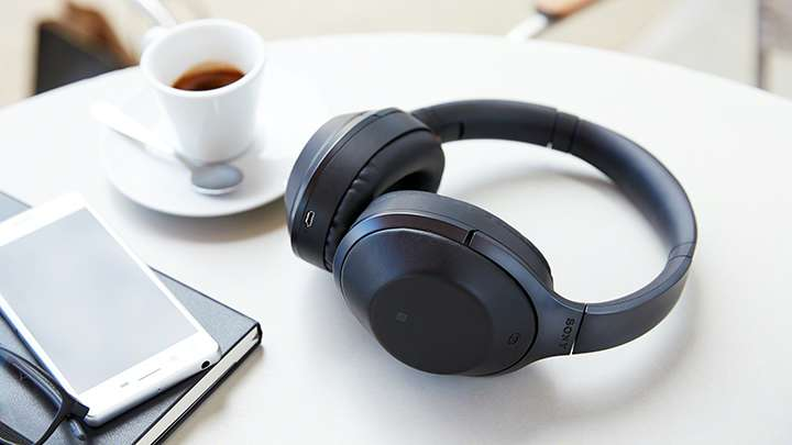 gifting guide LAST MINUTE HOLIDAY GIFT GUIDE FOR ENTREPRENEURS best noise cancelling headphones 2017