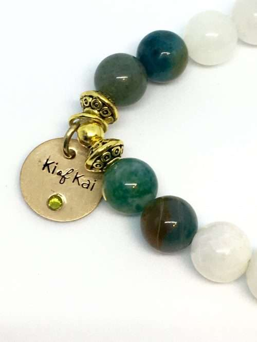 Wise Woman, fear not because you are the force that gives life, love, knowledge and wisdom to all whom you come in contact with. Embrace your magic. This Fearless Wisdom Reiki Healing bracelet is made with 7.5 mm gemstones and strung on a strong elastic stretch string. Each bracelet is sized to fit most wrists.